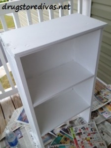 Updating an old bookcase is so easy. Just repaint it! Find out more at www.drugstoredivas.net.
