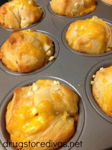 Want an alternative to grilled cheese? Try these Cheesy Garlic Pull Apart Muffins from www.drugstoredivas.net.