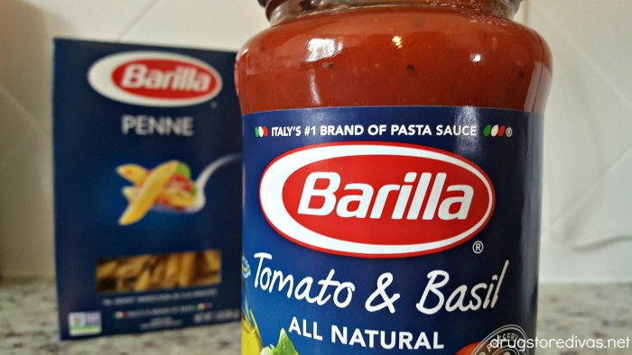 #ad Looking for an easy weeknight dinner idea? Try this Chicken Parmesan Pasta from www.drugstoredivas.net. #BarillaUS #NoKidHungry
