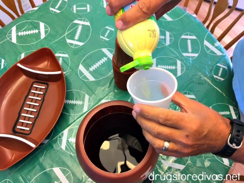 #ad Looking for a drink for your tailgate? Check out this Kickoff Cosmo recipe from www.drugstoredivas.net.