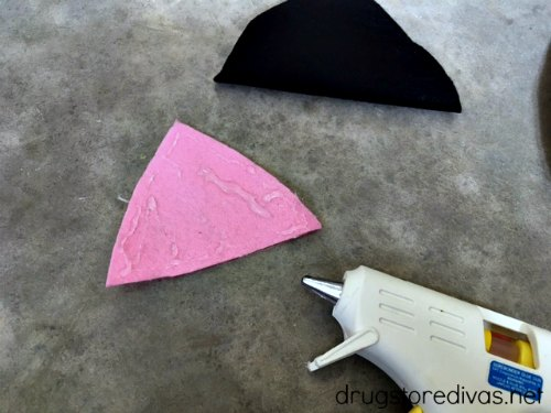 #ad Get ready for Halloween with this simple DIY No Sew Cat Ears For Halloween project, plus DIY Cat Face Makeup, from www.drugstoredivas.net.
