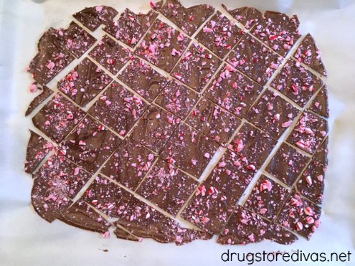 #ad Looking for the perfect holiday treat? Check out this Candy Cane Chocolate Bark recipe from www.drugstoredivas.net. It's perfect for neighbor gifts as well!