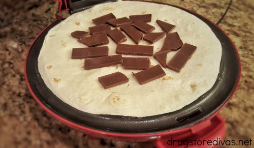 Looking for a delicious dessert? Try these S'mores Quesadillas from www.drugstoredivas.net.