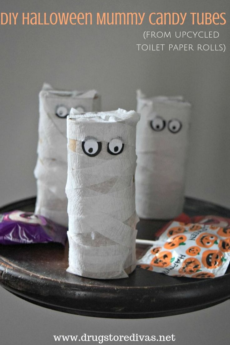 These DIY Halloween Mummy Candy Tubes are the perfect treat for trick or treaters. Find out how to make them from upcycled toilet paper rolls on www.drugstoredivas.net.